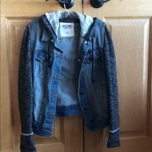 Jean jacket with fabric sleeves